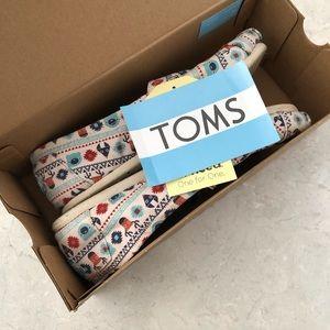 Toms classic canvas size 8